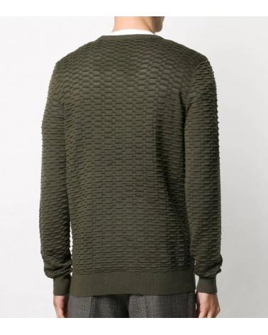 Emporio Armani Jersey Texturizado Militar modelo espalda