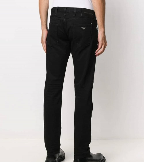 Emporio Armani Jeans J10 Negro modelo detrás