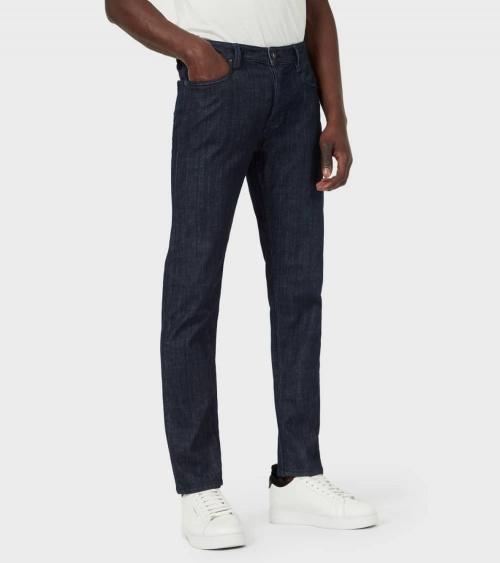 Emporio Armani Jeans J75 Liso Oscuro modelo