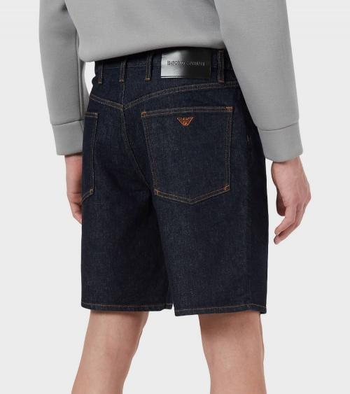 Emporio Armani Bermuda Jeans Oscura detrás