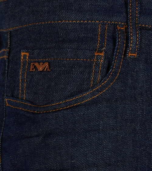 Emporio Armani Bermuda Jeans Oscura detalle