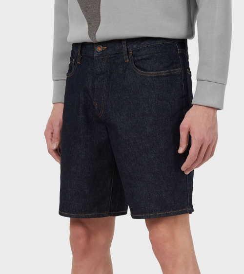 Emporio Armani Bermuda Jeans Oscura modelo