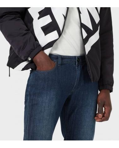 Emporio Armani Jeans J11 Lavado Suave detalle