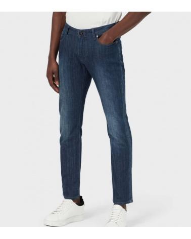 Emporio Armani Jeans J11 Lavado Suave modelo