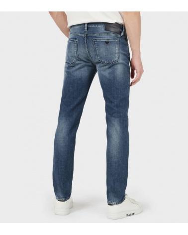 Emporio Armani Jeans J75 Claro modelo detrás