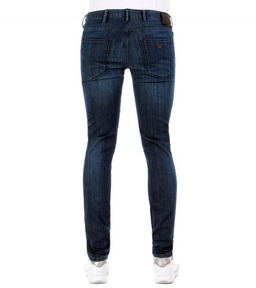 Emporio Armani Jeans Fit J06 modelo detrás