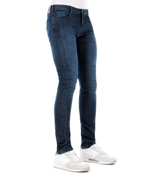 Emporio Armani Jeans Fit J06 modelo ladeado