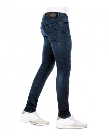 Emporio Armani Jeans Fit J06 modelo lateral