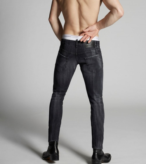 Jeans Black Maxi Etiqueta Dsquared2 detrás