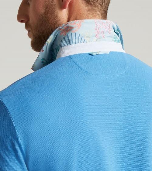 Hackett London Polo Básico Celeste modelo cuello